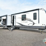 2021 FOREST RIVER ROCKWOOD SIGNATURE ULTRA LITE 8332SB full